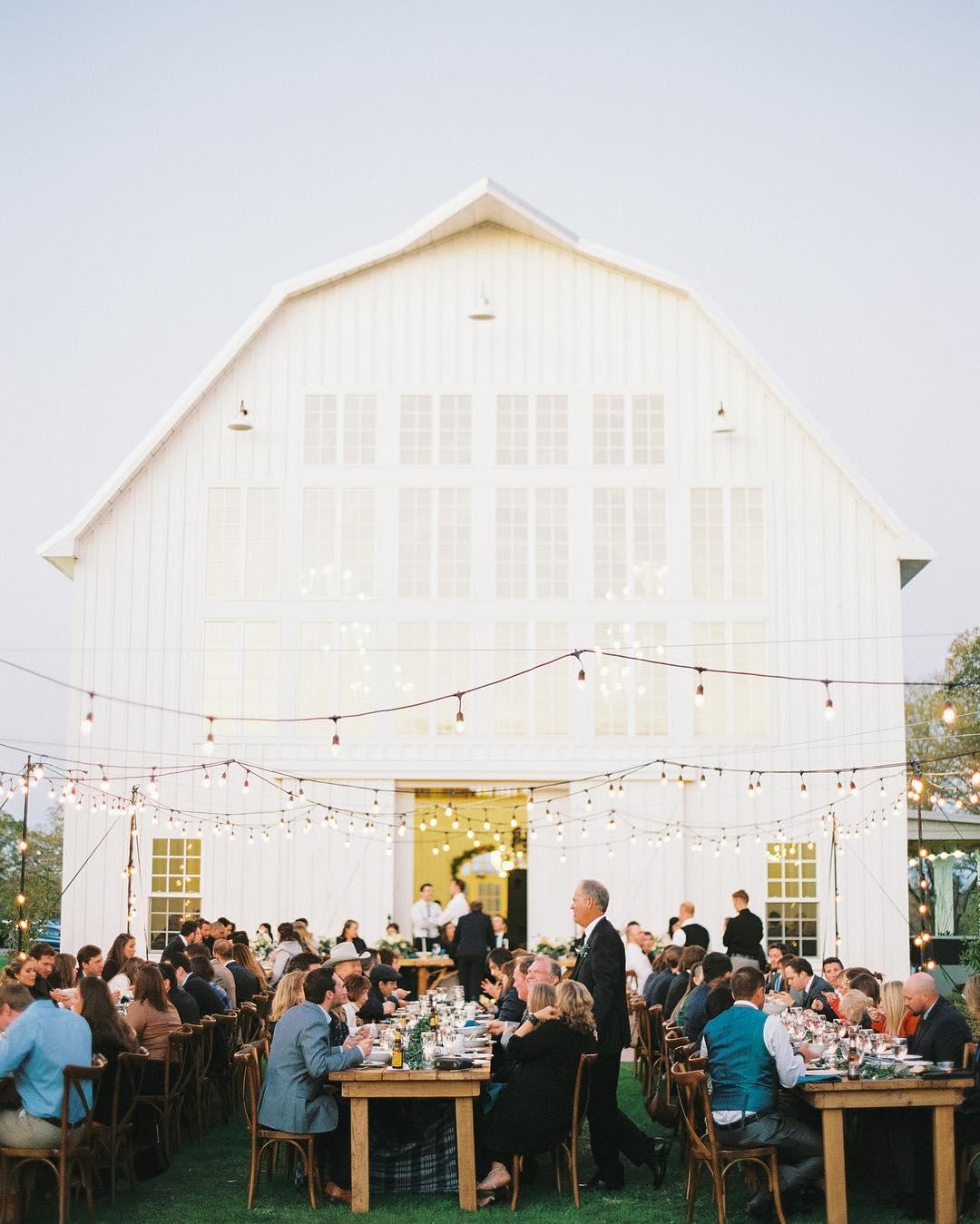 outdoor wedding reception dinner