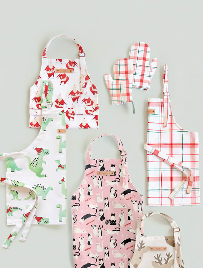 Personalizable Aprons & Oven Mitt Sets