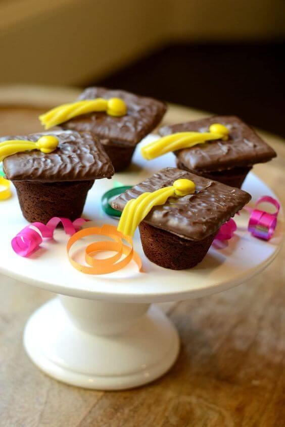 Grad Cap Cupcakes