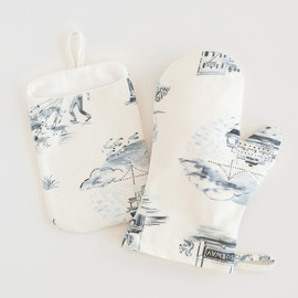 This is a blue apron by Surface Love called NYC Modern Toile in standard.