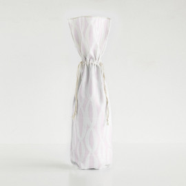This is a white wine bag by Alethea and Ruth called Painted Oval Chain.