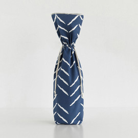 This is a blue wine bag by Lehan Veenker called Herringbone Incomplete.